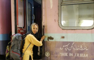 Floortje pakt de trein in Iran