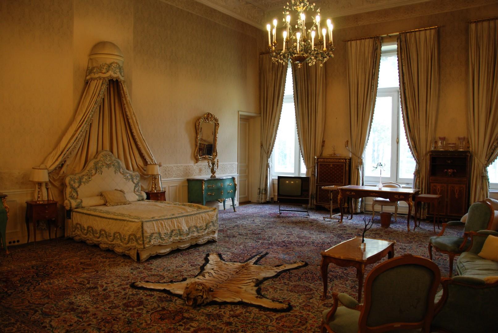 een kijkje in de slaapkamer van reza shah