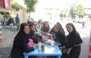 Studentes op een terrasje