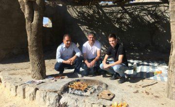 vader en zoon op reis in Iran